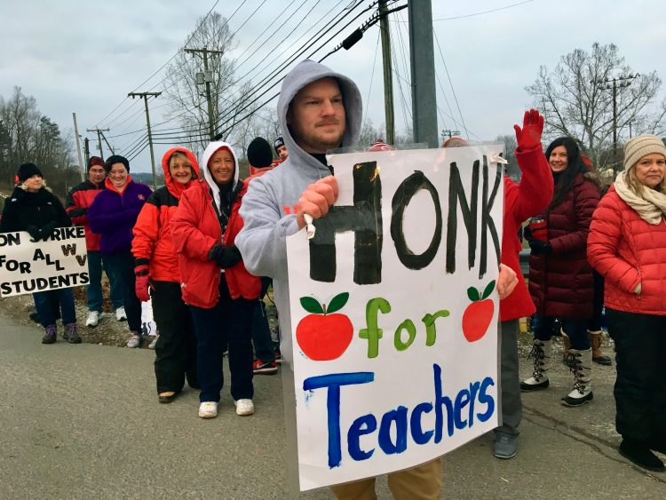 West  Virginia  teachers'  strike  gets in  2nd  day